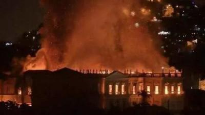 大火从巴黎圣母院烧到中国互联网,什么才是大国气度?